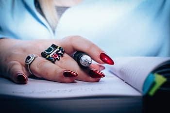 Amarres de amor con uñas